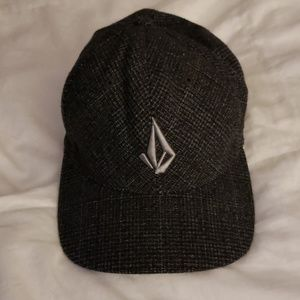 VOLCOM  Flex fit fitted hat